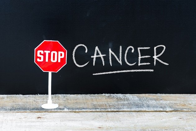 Examen du cancer et pose de diagnostic